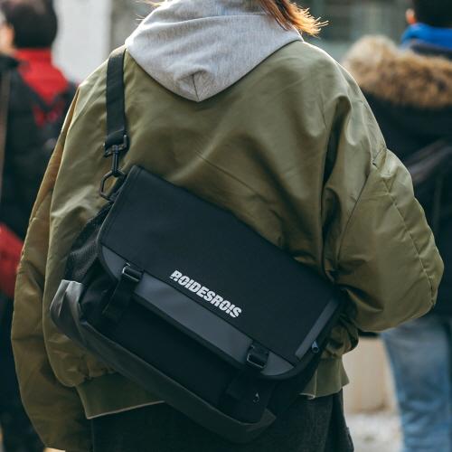 fairplay142-[[로아드로아]SIGNATURE LOGO MESSENGER BAG (BLACK)]♡韓國男裝袋