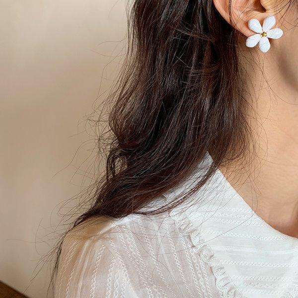 browncode-white flower E♡韓國女裝飾品