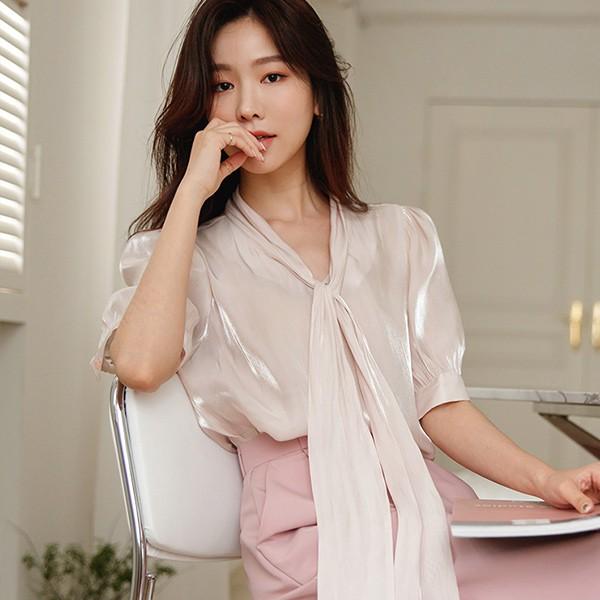 ode-[새틴 글로시 5부 퍼프소매 타이 블라우스]♡韓國女裝上衣
