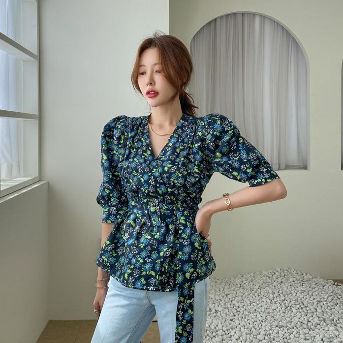 dabagirl-퍼퓸벨트블라우스_D1BL 네이비블라우스 아이보리블라우스 플라워 패턴 벨트 세트  오피스룩 하객룩 여친룩 출근룩 데이트룩 데일리룩 30대여성쇼핑몰 20대여자쇼핑몰 키작은여자쇼핑몰 여성의류쇼핑몰♡韓國女裝連身裙