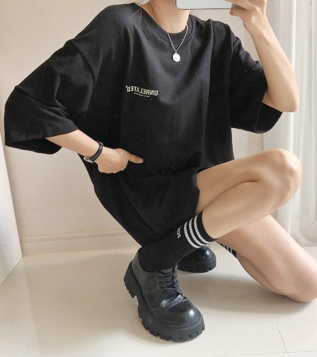 uniqueon-블랙베키 언릴레이티드 레터링 오버핏 반팔티셔츠 [H0375]♡韓國女裝上衣
