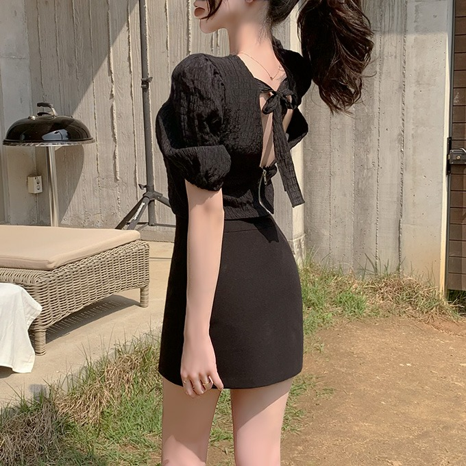 henique-자꾸 생각나 브이넥 랩 퍼프 소매 백리본 지퍼 크롭 블라우스 (블랙/아이보리)♡韓國女裝上衣