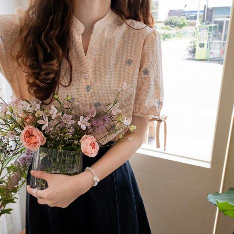 leelin-[뉴케빈 꽃자수 앤리본 블라우스[size:F,1]]♡韓國女裝上衣