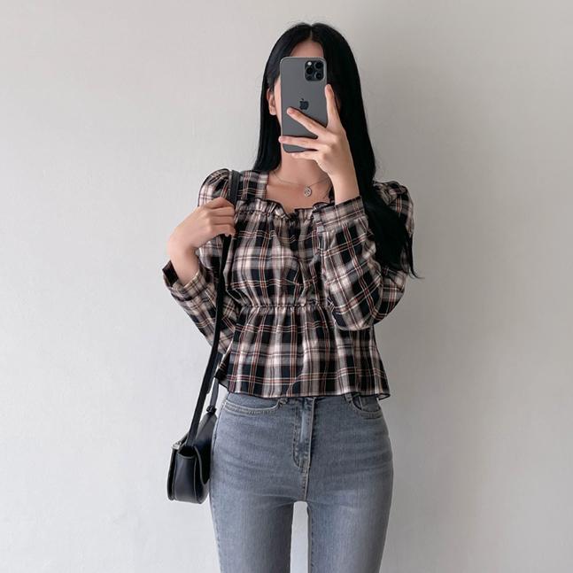sonyunara-마들렌 스퀘어넥 체크 프릴 셔링 플레어 긴팔 블라우스♡韓國女裝上衣