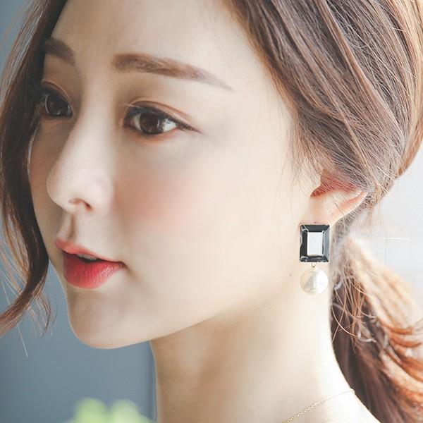 ode-[블랙&화이트 스퀘어 진주 귀걸이]♡韓國女裝飾品