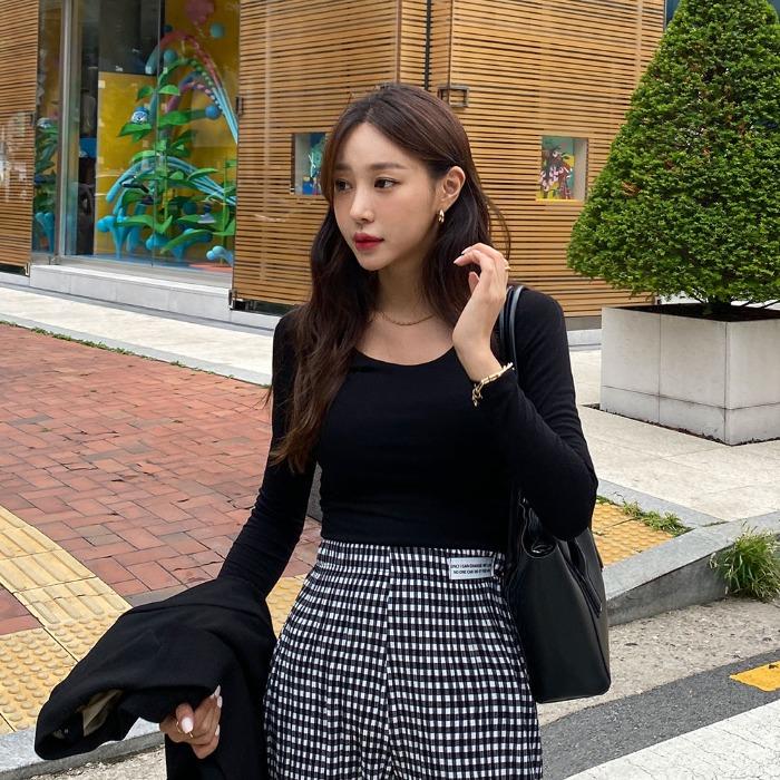 theresheis-레브오 U넥 티셔츠♡韓國女裝上衣